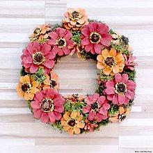 Dekorácie - Červený kvetinový veniec - 9959531_