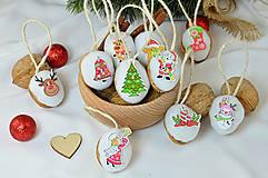 Dekorácie - Vianočné orechy biele s vianočnými gombičkami - 9960547_