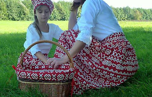 Sukienky Červené Čičmany