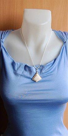Náhrdelníky - Drevený náhrdelník - Biely kremeň - 9963029_