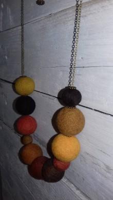 Náhrdelníky - Plstený náhrdelník Farby jesene - 9963702_