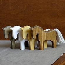Dekorácie - drevený koník (Béžová) - 9964571_