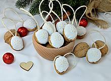 Dekorácie - Vianočné orechy biele z madeiry s hviezdičkou - 9964653_
