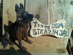 Socha - nemecký ovčiak+tabuľka - 9967972_
