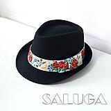 Folklórny klobúk - čierny - ľudový - biela stuha