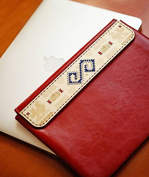 PUZDRO FOLK EDITION ČERVENÉ (na MacBook Air 13 (drievko s modrou niťou))
