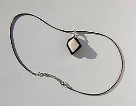 Náhrdelníky - Drevený náhrdelník - Biely kremeň 2 - 9969696_