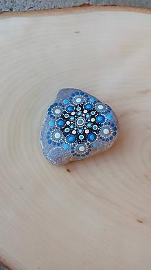 Dekorácie - Modrý do dlane - Na kameni maľované - 9969624_