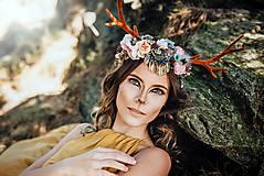 Ozdoby do vlasov - Romantická kvetinová čelenka s parožkami Halloween - 9968068_