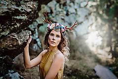 Ozdoby do vlasov - Romantická kvetinová čelenka s parožkami Halloween - 9968071_