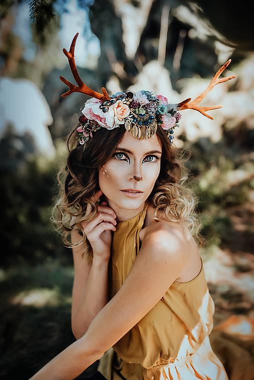 Romantická kvetinová čelenka s parožkami Halloween