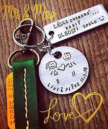 Kľúčenky - láska znamená robiť blbosti spolu :) - 9973820_