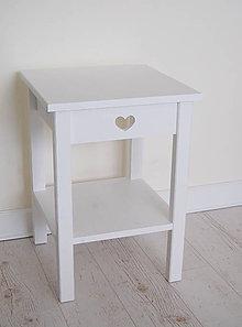 Nábytok - Nočný stolík so srdiečkom - 9975001_