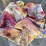 Šatky - Voňavá jeseň- hodvábna maľovaná šatka s kvetmi a makovicami - 9973840_