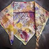 Šatky - Voňavá jeseň- hodvábna maľovaná šatka s kvetmi a makovicami - 9974065_