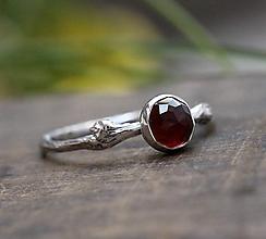 Prstene - Vetvičkový s brúseným granátom - 9971992_