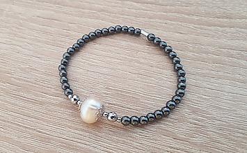 Náramky - Dámsky náramok - hematit, riečna perla - 9973852_