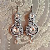 Náušnice - Ručne šité šujtášové náušnice / Soutache earrings Lilla - Swarovski - 9977319_