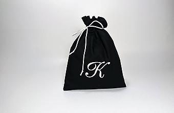 Úžitkový textil - Bavlnené vrecúško vyšívané monogram (Čierne s bielou výšivkou) - 9980435_