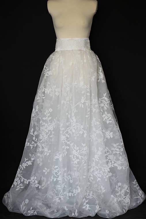 d1502f44de70 Svadobná sukňa z kvetovanej jemnej organzy ZĽAVA   Dyona - SAShE.sk ...