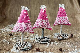 Dekorácie - Vianočný stromček malý ružový - 9979130_