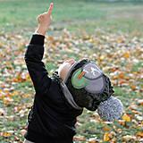Detské čiapky - Tmavo zelený set so sivým paroháčom a brmbolcom - 9984731_
