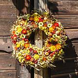Dekorácie - Prírodný venček na dvere - 9982637_