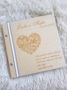 Papiernictvo - Drevený fotoalbum FOLK SRDCE GRAVÍR - 9984006_