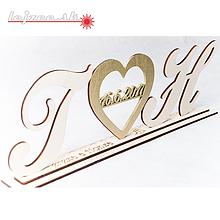 Dekorácie - Iniciálky spojené srdiečkom s dátumom svadby - 9981292_