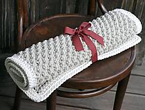 Úžitkový textil - ručne pletený koberček - 9981742_
