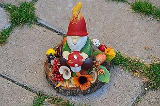 Dekorácie - Jesenný trpaslík - sviečka na dreve - 9982910_