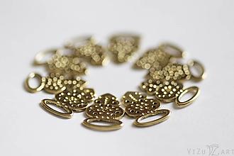 Iné šperky - Mosadzné háčiky na lajblík - 9987380_