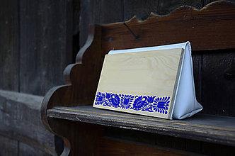Kabelky - DREVENÁ KABELKA ČATAJSKÉ KVETY (20x10x5cm - Modrá/smrek) - 9987797_