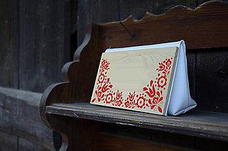 Kabelky - DREVENÁ KABELKA VAJNORY (25x15x7cm - Biela/smrek) - 9987810_