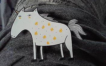 Odznaky/Brošne - Brmborožec čierny (čierny) - 9986760_