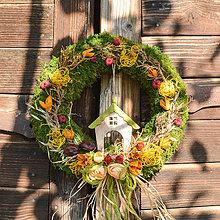 Dekorácie - Jesenný machový venček s domčekom - 9988776_