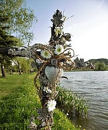 646e19b72 Dekorácie - spomienková dekorácia: Kríž s margarétkami - 9991972_