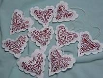 Dekorácie - Červenobiele srdiečka na vianočný stromček - 9993321_