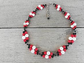 Náhrdelníky - Luxusný spoločenský prepletaný náhrdelník z onyxu, červeného koralu a praskaného krištáľu - 9992510_
