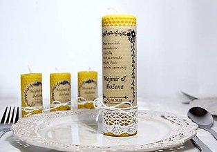 Darčeky pre svadobčanov - Svadobná sviečka z včelieho vosku pre mladomanželov 2 - 9991915_