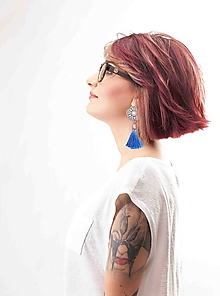 Náušnice - svieže svetlomodré náušnice so strapcom - 9991394_