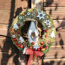 Dekorácie - Vianočný venček s domčekom - 9993368_