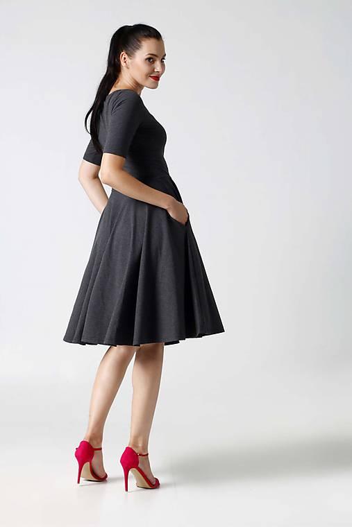 Šaty - Šaty Midi s kruhovou sukňou tmavo šedé - 9996444_