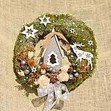Dekorácie - Vianočný venček s domčekom - 9993954_