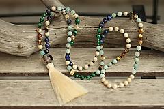 Mala náhrdelník z minerálov lapis lazuli, malachit, achát