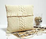 Úžitkový textil - Sveter na vankúš pletený béžovec - 9997646_