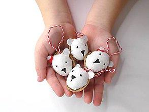 Dekorácie - Vianočné oriešky (Polárny medvedík) - 9998030_