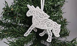 Dekorácie - Vianočná ozdoba čipkovaný jednorožec (Biela) - 10000291_