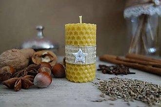 Svietidlá a sviečky - sviečka z včelieho vosku- malá- vianočná s bielou hviezdičkou - 10000503_