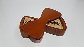 Krabičky - Drevená krabička na dreveného motýlika (Gaštan) - 9999891_